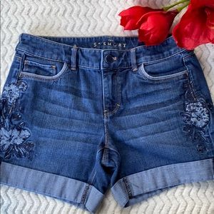 WHITE HOUSE BLACK MARKET EMBROIDERY SHORTS JEANS